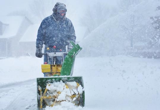 Уборка снега в Москве цена от 709 руб.